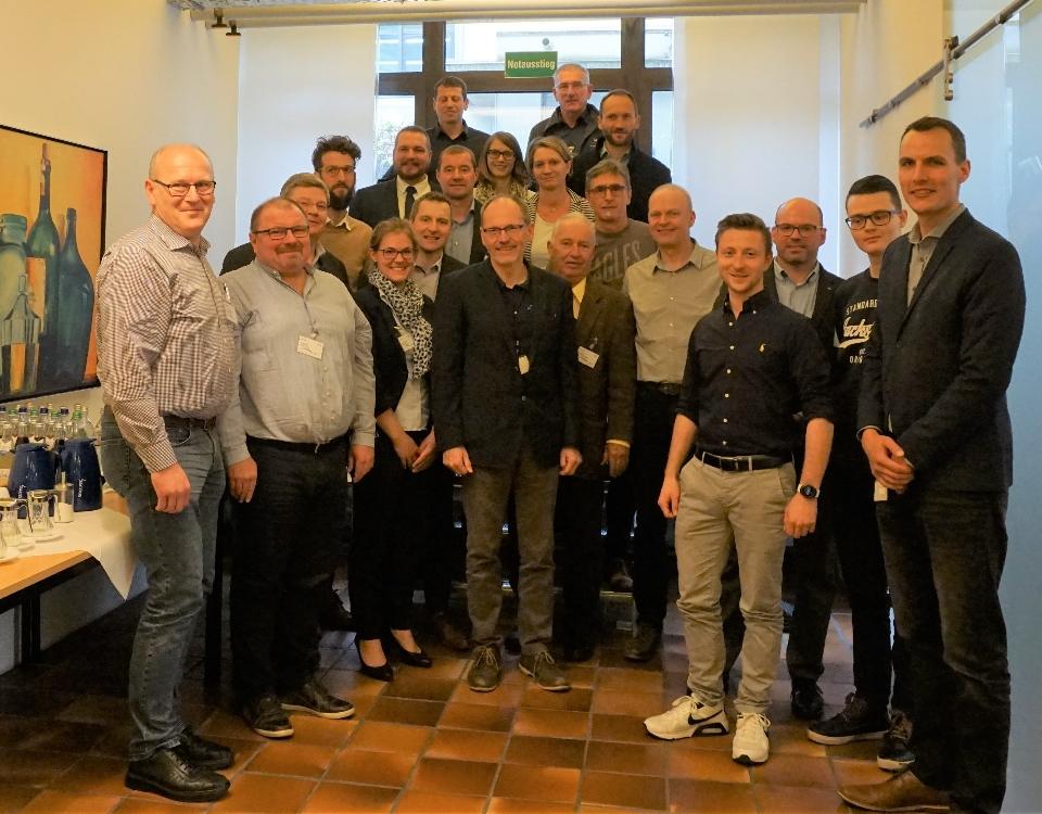 Gruppenbild Teilnehmer der Veranstaltung bei Spinner GmbH