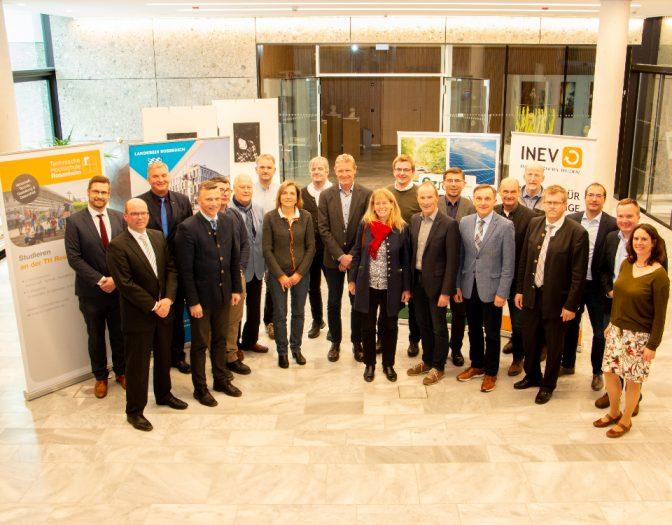 Gruppenfoto der INEV mit den Bürgermeisterinnen und Bürgermeistern der teilnehmenden Kommunen